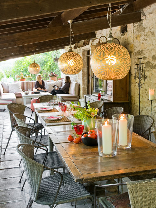 Farmhouse patio design ideas remodels photos houzz Lamparas de exterior para terrazas