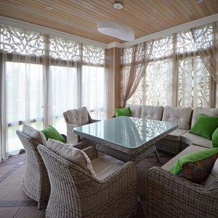 Ispirazione per terrazze e balconi stile shabby di medie dimensioni e dietro casa con una pergola