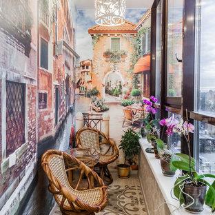 Imagen de galería romántica con techo estándar y suelo beige