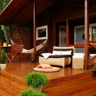 Удачное сочетание для дизайна помещения: терраса в стиле рустика с растениями в контейнерах и навесом - самое интересное для вас