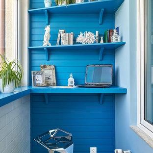 Идея дизайна: маленькая терраса в морском стиле с стандартным потолком без камина