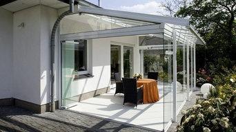 Терраса с поворотно-сдвижным остеклением по периметру и стеклянной крышей