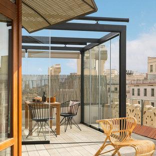 Diseño de terraza mediterránea, grande, en azotea, con pérgola