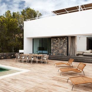 Foto de terraza contemporánea, de tamaño medio, sin cubierta, en patio trasero