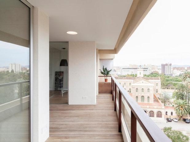 Nórdico Terraza y balcón by CALMA estudio de arquitectura