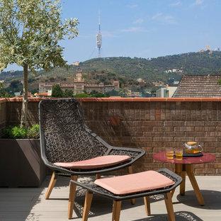Modelo de terraza nórdica, de tamaño medio, con toldo