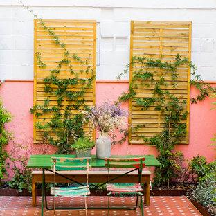 Cette image montre une terrasse bohème.