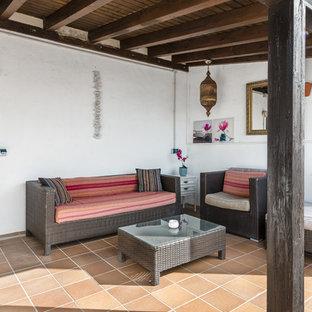 Foto de terraza mediterránea en anexo de casas