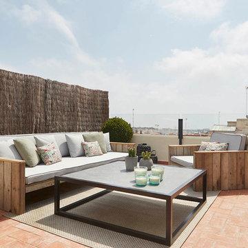 conjunto de mobiliario exterior con sofás tipo palet y mesa de centro - Coblonal