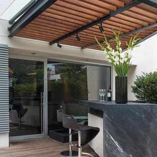 Idee per terrazze e balconi minimal con una pergola