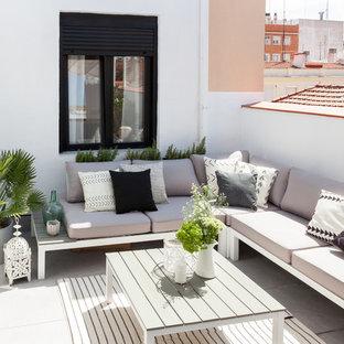 Inspiration pour un toit terrasse nordique de taille moyenne avec un auvent.