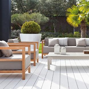 Foto di un patio o portico scandinavo di medie dimensioni con pedane