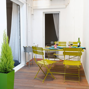 Inspiration for a small scandinavian side yard deck container garden remodel in Barcelona with no cover