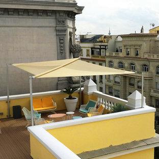 Deck - large scandinavian rooftop deck idea in Madrid