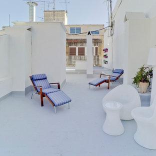 Ejemplo de terraza mediterránea, pequeña, sin cubierta, en azotea, con jardín de macetas