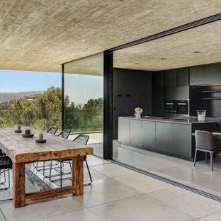 Ejemplo de terraza minimalista en anexo de casas