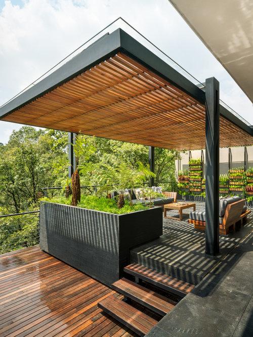 modelo de terraza actual con jardn vertical y prgola - Pergola Terraza