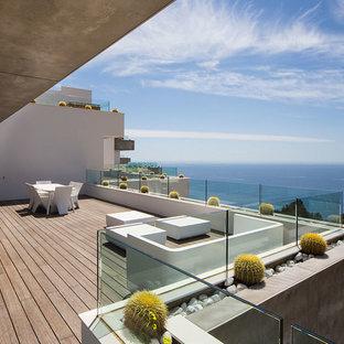 Foto de terraza actual, sin cubierta, en patio trasero