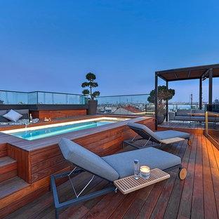 Modelo de terraza contemporánea, grande, en azotea, con fuente y pérgola