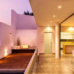 Ispirazione per grandi terrazze e balconi minimal con un tetto a sbalzo