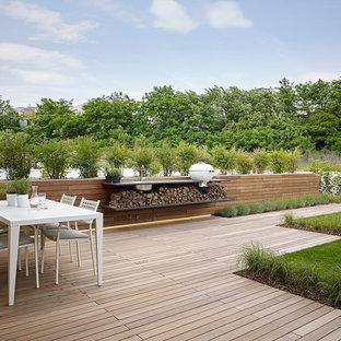 Immagine di terrazze e balconi design dietro casa con nessuna copertura