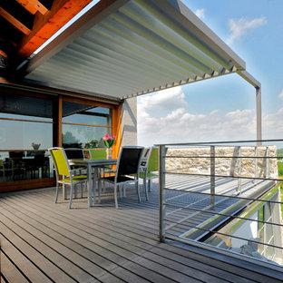 Foto di grandi terrazze e balconi minimal sul tetto con una pergola