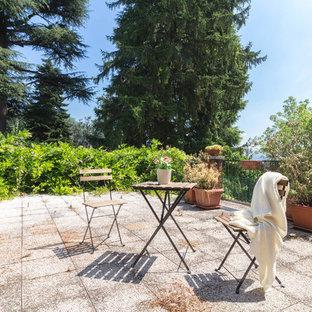 Foto di una terrazza tradizionale dietro casa con nessuna copertura