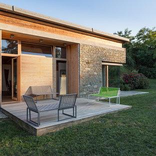 Ispirazione per terrazze e balconi minimal nel cortile laterale