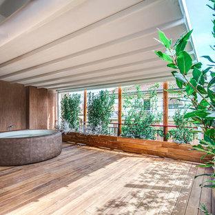 Idee per terrazze e balconi contemporanei con un parasole