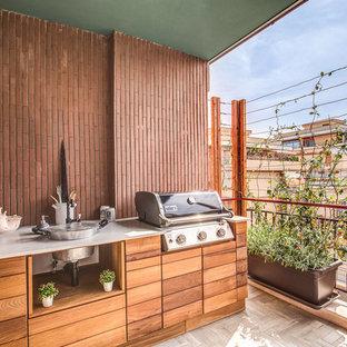 Esempio di terrazze e balconi minimal con un tetto a sbalzo