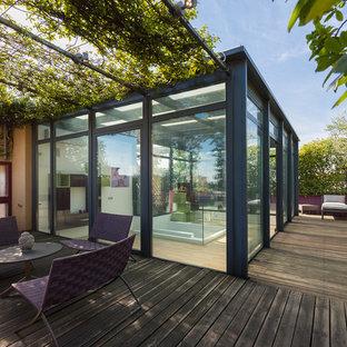 Foto di terrazze e balconi design sul tetto con un giardino in vaso e una pergola
