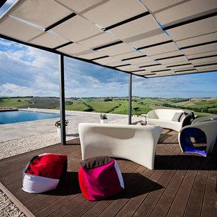 Foto di terrazze e balconi contemporanei dietro casa con una pergola