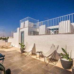Foto di una terrazza mediterranea sul tetto e sul tetto con nessuna copertura