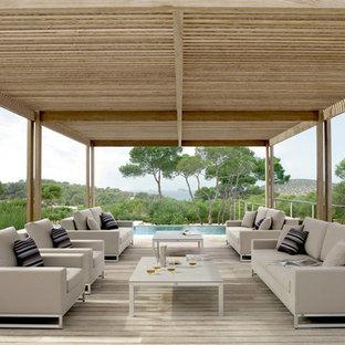 Idee per ampi terrazze e balconi minimal dietro casa con una pergola