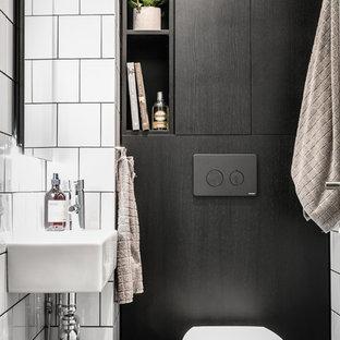Idées de décoration pour des petits WC et toilettes nordiques avec un WC séparé, un carrelage blanc, des carreaux de céramique, un mur blanc et un lavabo suspendu.