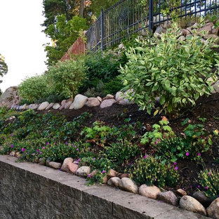 Design ideas for a scandinavian drought-tolerant and partial sun hillside landscaping in Stockholm.