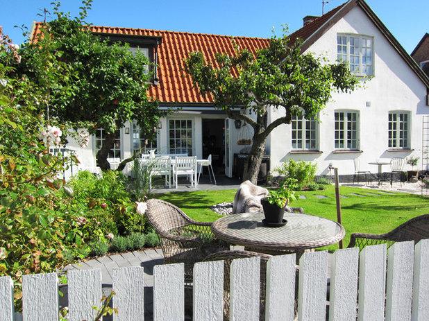 Lantlig Trädgård by SNITSIG Trädgård & Landskap AB