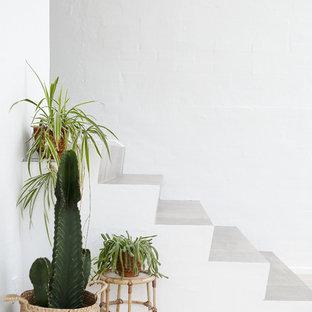 Idee per una scala scandinava con pedata in pietra calcarea e alzata in pietra calcarea