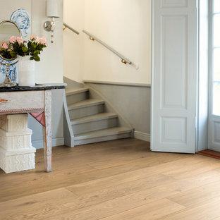 Foto de escalera en U, romántica, de tamaño medio, con escalones de madera pintada y contrahuellas de madera pintada