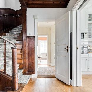 Exempel på en lantlig svängd trappa