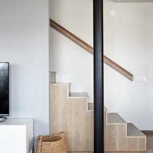 Idéer för att renovera en liten funkis trappa i trä, med sättsteg i trä