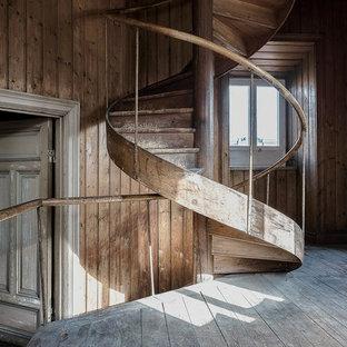 Idéer för att renovera en rustik spiraltrappa