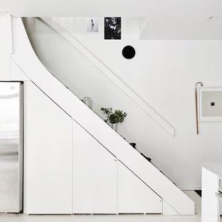 Foto på en stor nordisk rak trappa