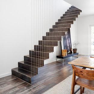 Inspiration för mellanstora industriella raka trappor i metall, med sättsteg i metall