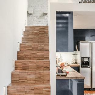 Idéer för att renovera en mellanstor funkis rak trappa i trä, med sättsteg i trä