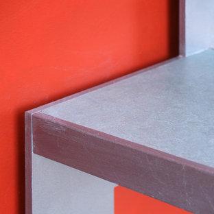 Diseño de escalera recta, actual, pequeña, con escalones de metal