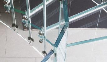 Architektur und Treppen mit Glas