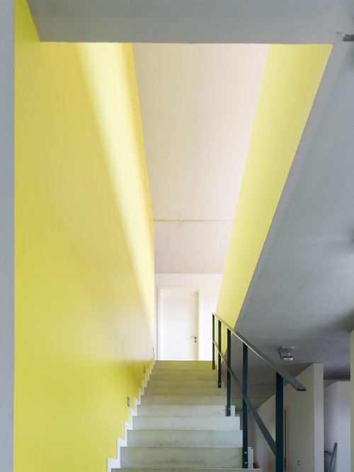 Gerade Moderne Betontreppe Mit Beton Setzstufen Und Stahlgeländer In Berlin