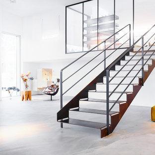 Ejemplo de escalera recta, industrial, pequeña, sin contrahuella