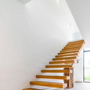 Gerade, Mittelgroße Moderne Holztreppe mit offenen Setzstufen in Sonstige